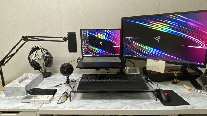 【デスク環境】ノートPC+ディスプレイアームで机面積アップして快適!